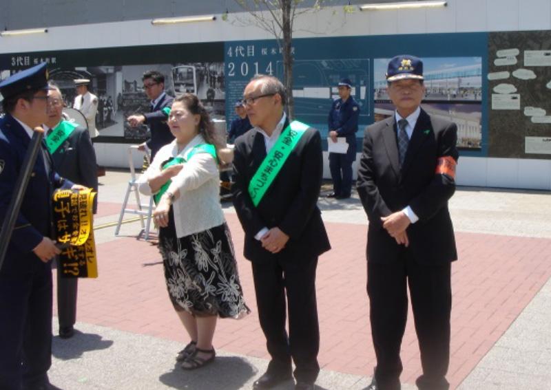 桜木町駅前で詐欺防止キャンペーン